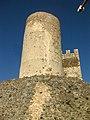 053 Castell de Montsoriu, mur sud del recinte sobirà i torre mestra.jpg