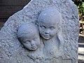 055 Zoo de Barcelona, A la infància, escultura d'Elisa Reverter.jpg