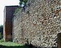 05 Cascina Mura medievali esterne con torre.jpg