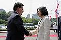 07.12 總統主持「軍禮歡迎巴拉圭共和國卡提斯總統儀式」,與卡提斯總統握手致意 (35061266183).jpg