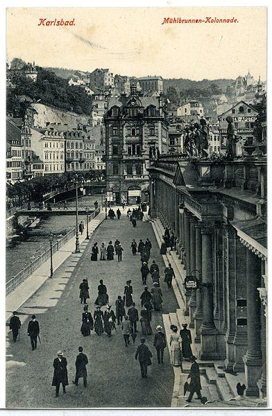 File:09939-Karlsbad-1908-Mühlbrunnen-Kolonnade-Brück & Sohn Kunstverlag.jpg