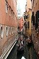 0 Venise, gondolier sur le Rio di Salvador et Campanile vus du Ponte del Lovo (4).JPG