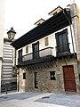 107 Casa de los Alvargonzález, Tránsito de la Corrada 1 (Cimavilla, Gijón).jpg