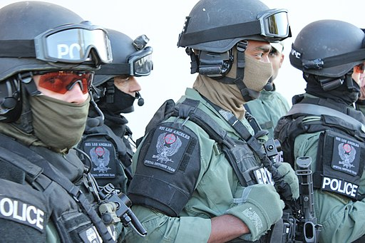 Los Angeles Special Response Team (SRT) within Homeland Security Investigations (HSI) of the U.S. Immigration and Customs Enforcement (ICE) prepares for raid on drug traffickers during Operation Pipeline Express. Public domain.