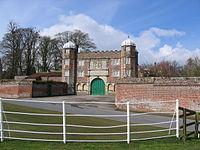 142941 63efefae-GatehouseBurtonAgnesHall(StephenHorncastle)Mar2006.jpg