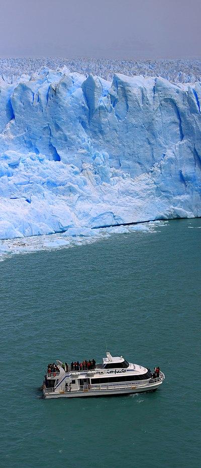 156 - Glacier Perito Moreno - Bateau et glacier - Janvier 2010.jpg