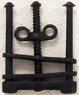 Thumbscrew (torture) - 17th-century thumbscrew, Märkisches Museum Berlin