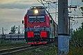 2ЭС4К-115 с поездом «Адлер - Ижевск» прибывает на станцию Белореченск.jpg