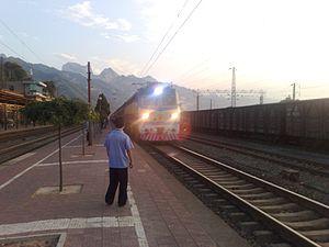 Longhai Railway - Image: 20080801191324 华山站