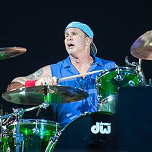 Smith drumming for RHCP in 2016