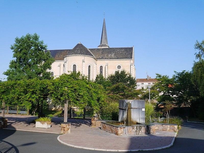 Le chevet de l'église Saint-Hilaire.