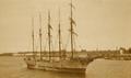 5-Mastschoner Carl Vinnen auf dem Rio de la Plata vor Anker - 1930-31.png