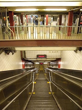 Fifth Avenue/53rd Street (IND Queens Boulevard Line) - Image: 5th Av 53 IND inside stair jeh