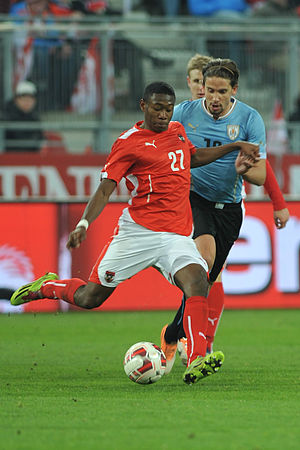 Gastón Ramírez - Ramírez attempted to get the ball from David Alaba.