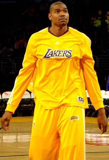 English: Andrew Bynum in 2010 Camera: Sony DSC...
