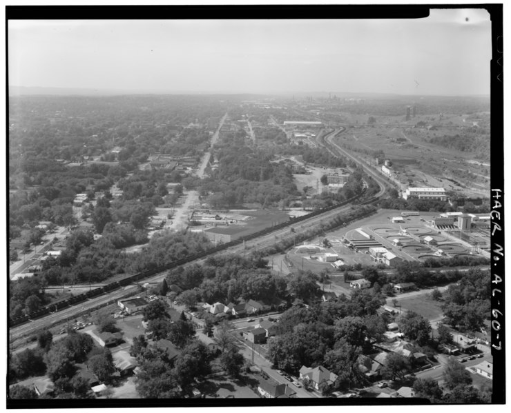 File:AERIAL VIEW LOOKING FURTHER SOUTH EAST, VILLAGE CREEK WATER TREATMENT PLANT ON RIGHT SIDE, ENSLEY IN BACKGROUND. - Birmingham Southern Railroad Yard, Thirty-fourth Street, Ensley, HAER ALA,37-ENS,1-7.tif