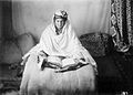 A Lady of the royal harem reading the Koran Wellcome L0028380.jpg