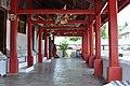 A beautiful corridor in Wat Mai (14602131991).jpg