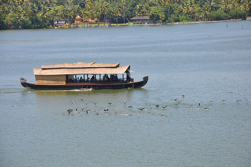 പ്രമാണം:A tourist House Boat Ashtamudi.jpg