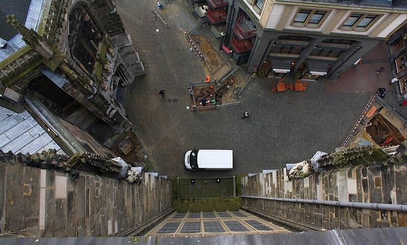 Blick vom Dach des Aachener Doms nach unten by Bojin, taken from Wikipedia