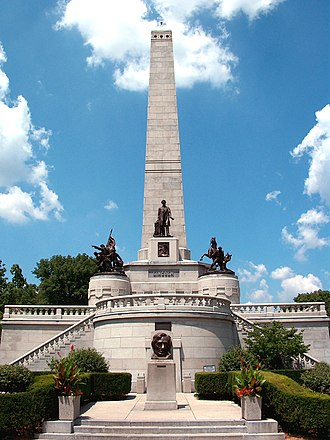 Lincoln Tomb - Abraham Lincoln's tomb at Oak Ridge Cemetery in July 2005.