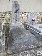 Alexis Lepère grave (Montreuil).jpg