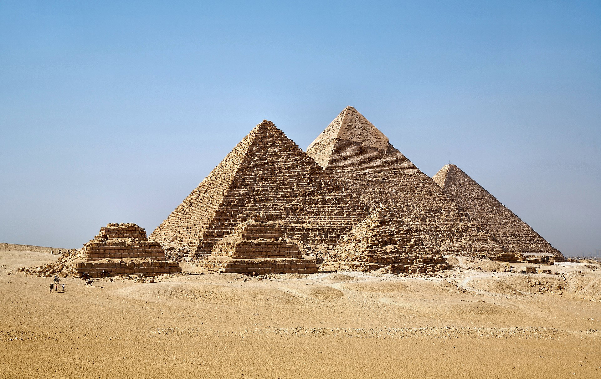 An example of Architecture from Wikipedia, The Pyramids at Gizah - © CC BY-SA 2.0