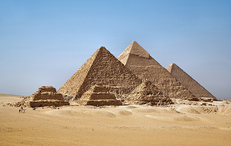 File:All Gizah Pyramids-3.jpg
