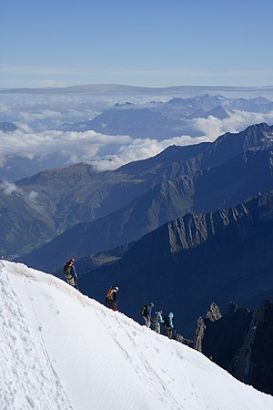 English: Mountaineers, leaving the top station...
