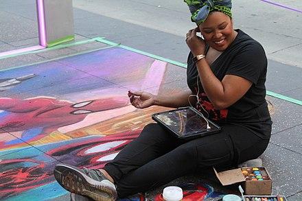 2019年ミネアポリスストリートアートフェスティバルでの南カリフォルニアのアマンダハリス[132]