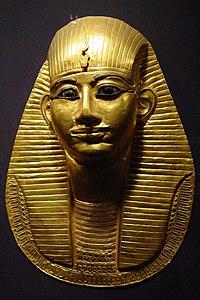 Kahire Müzesi'nde firavun Amenemope'un mezar maskesi