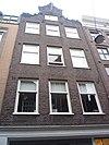 foto van Huis, vanwege de zandstenen onderdelen van de klokvormige geveltop