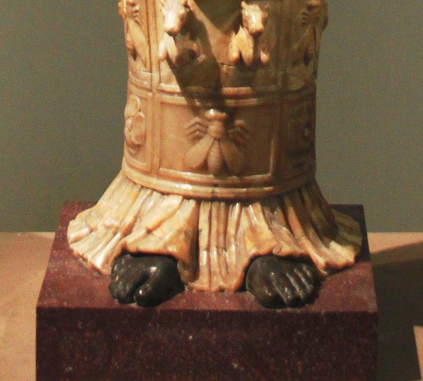 Артемида Эфесская: зодиак, вавилонский шеду, бусы из желудей. И сардельки