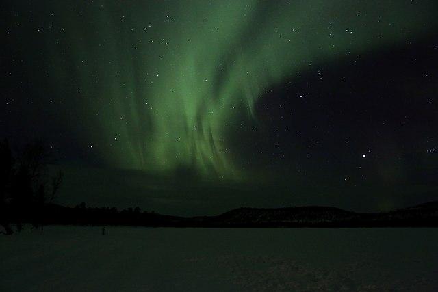 640px-Aurora_borealis_-_Inarij%C3%A4rvi_Finland_2013.03.10-11_031.jpg