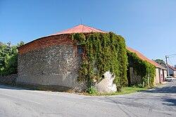 Bývalý větrný mlýn - boční pohled, Malé Hradisko, okres Prostějov.jpg