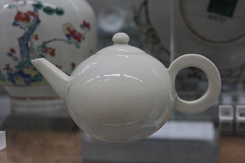 File:BLW White Teapot.jpg