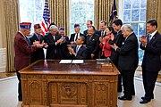 Barack Obama signs S.1055 2010-10-05 1