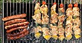 Barbecue de brochettes de poulet - merguez - chipolatas.jpg