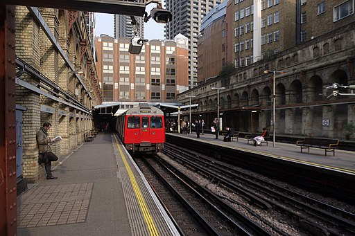 Barbican tube station MMB 02