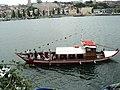 Barco de passageiros no Ribeira do Porto.JPG
