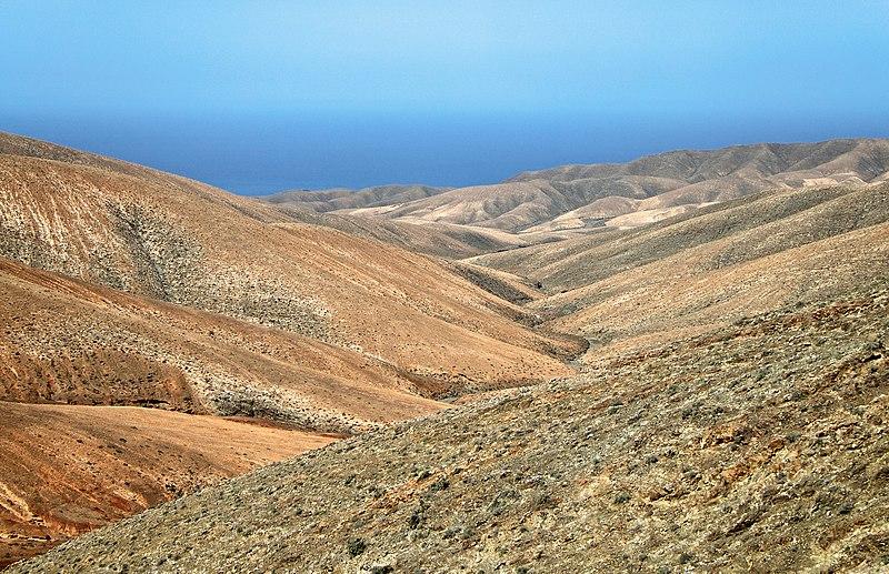 File:Barranco Valle de la Fuente - Fuerteventura.jpg