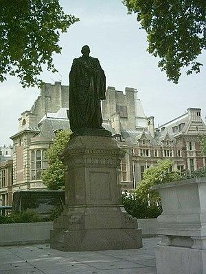 Mario Raggi - Raggi's sculpture of Disraeli at Parliament Square