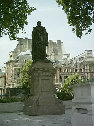 Mario Raggi - Raggi's sculpture of Disraeli at Parliament Square