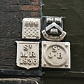 Boundary markers, College Street EC4.jpg