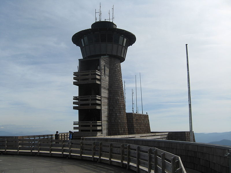 File:Brasstown Bald Tower.jpg