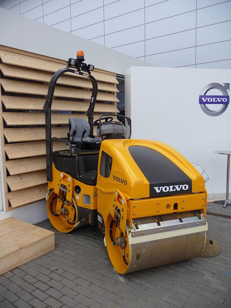 macchinari industriali volvo 800px-Building_Fairs_Brno_2011_%28166%29
