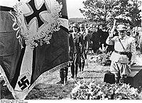 Bundesarchiv Bild 183-J15155, Beisetzung von Generaloberst Jeschonnek.jpg