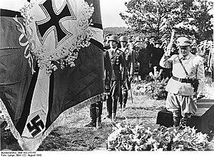Hans Jeschonnek - Hermann Göring at Jeschonnek's funeral