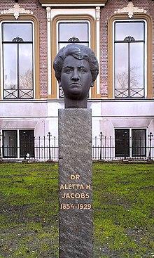 Buste van Alleta Jacobs voor de RHBS in Sappemeer