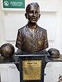 Busto de Oscar Cox.jpg